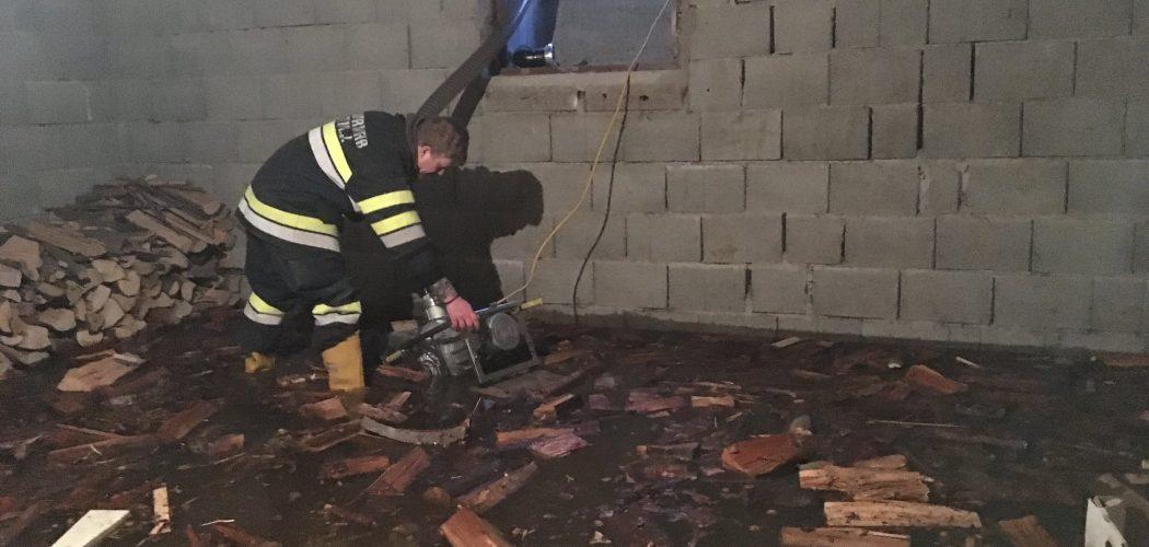 Regen und Schmelzwasser forderten Feuerwehren